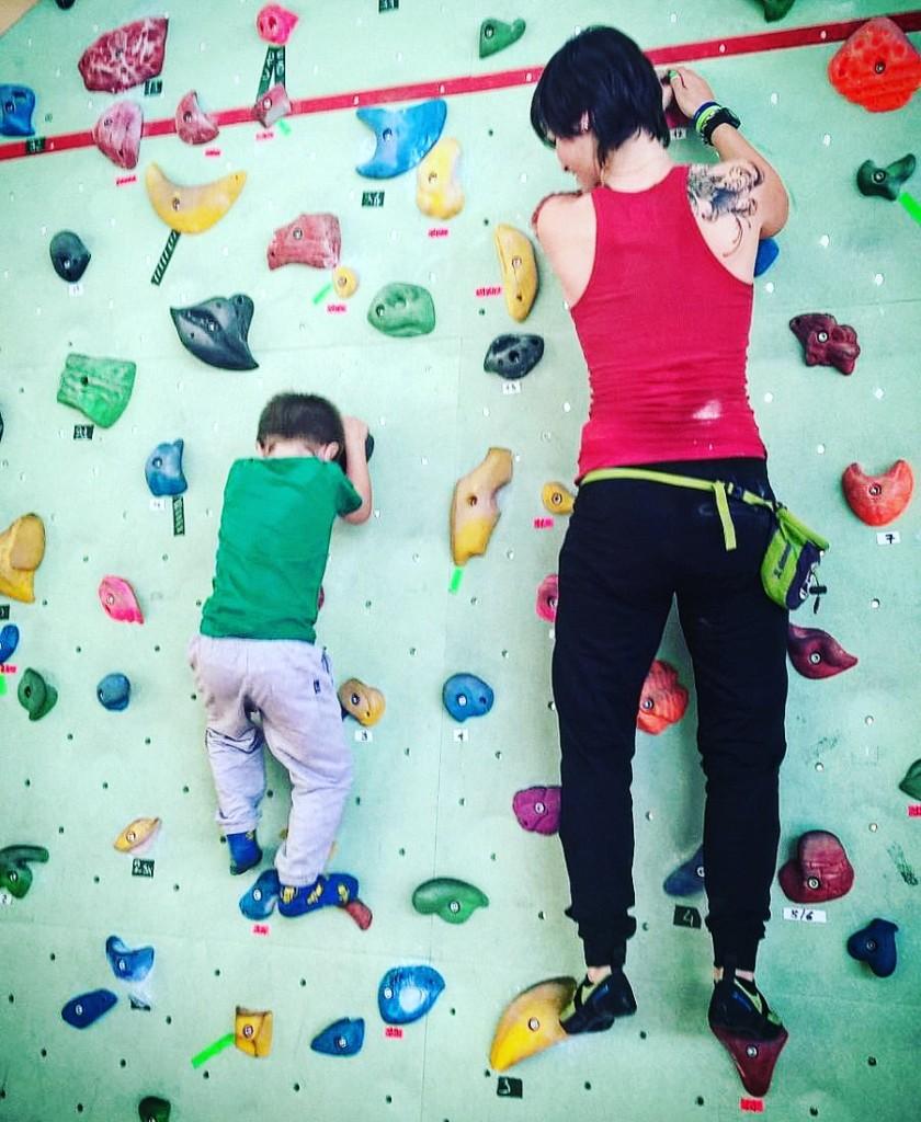 mamma sportiva arrampicata vertige 2