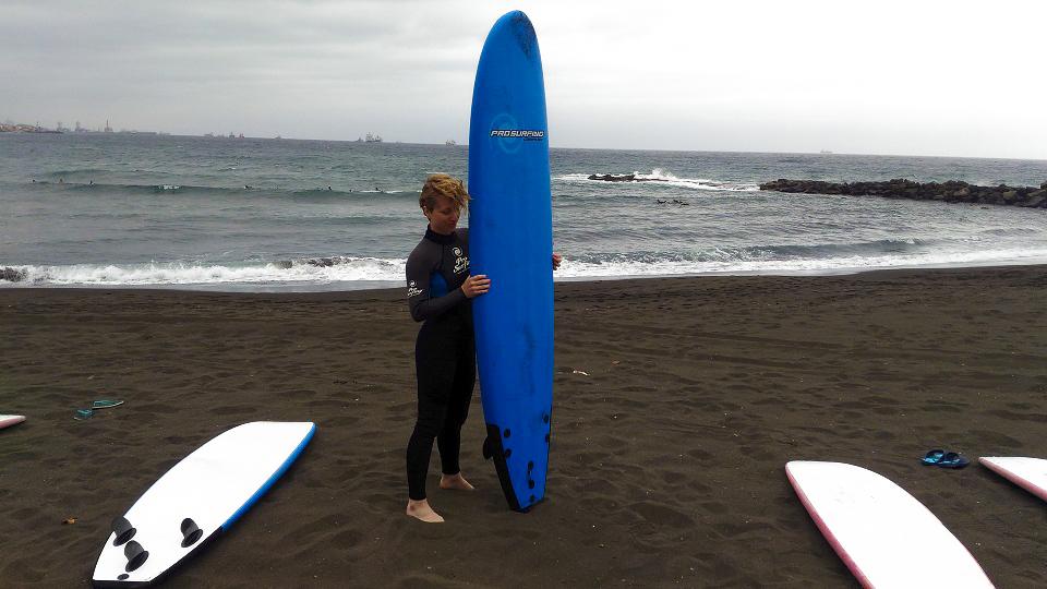 HO PROVATO A SURFARE E LA TAVOLA ERA PIÙ FIGA DI ME